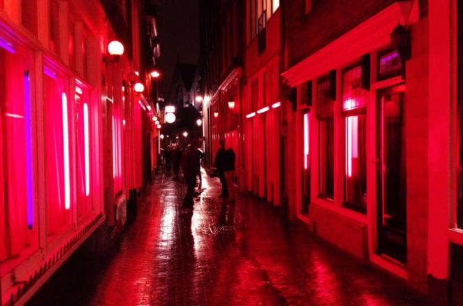 private-amsterdam-red-light-district-walking-tour-in-amsterdam-261459